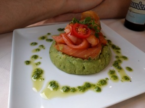 Guacamole with smoked salmon & prawn